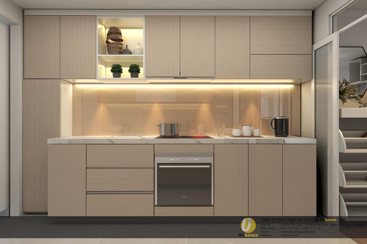 Phía sau bếp được ốp kính sơn nhiệt giúp công việc vệ sinh trở nên dễ dàng
