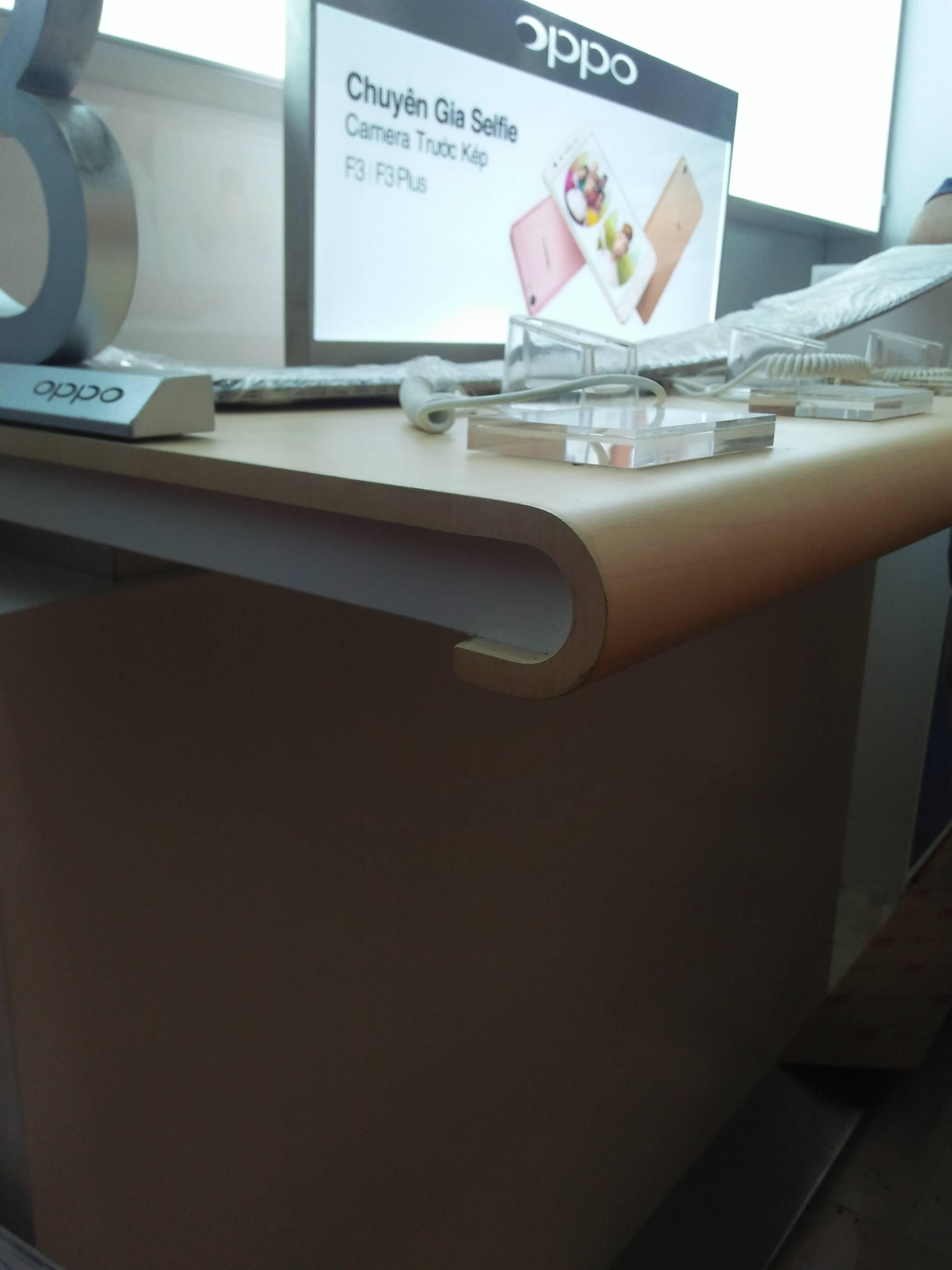 Nét đến từng chi tiết, tủ điện thoại OPPO